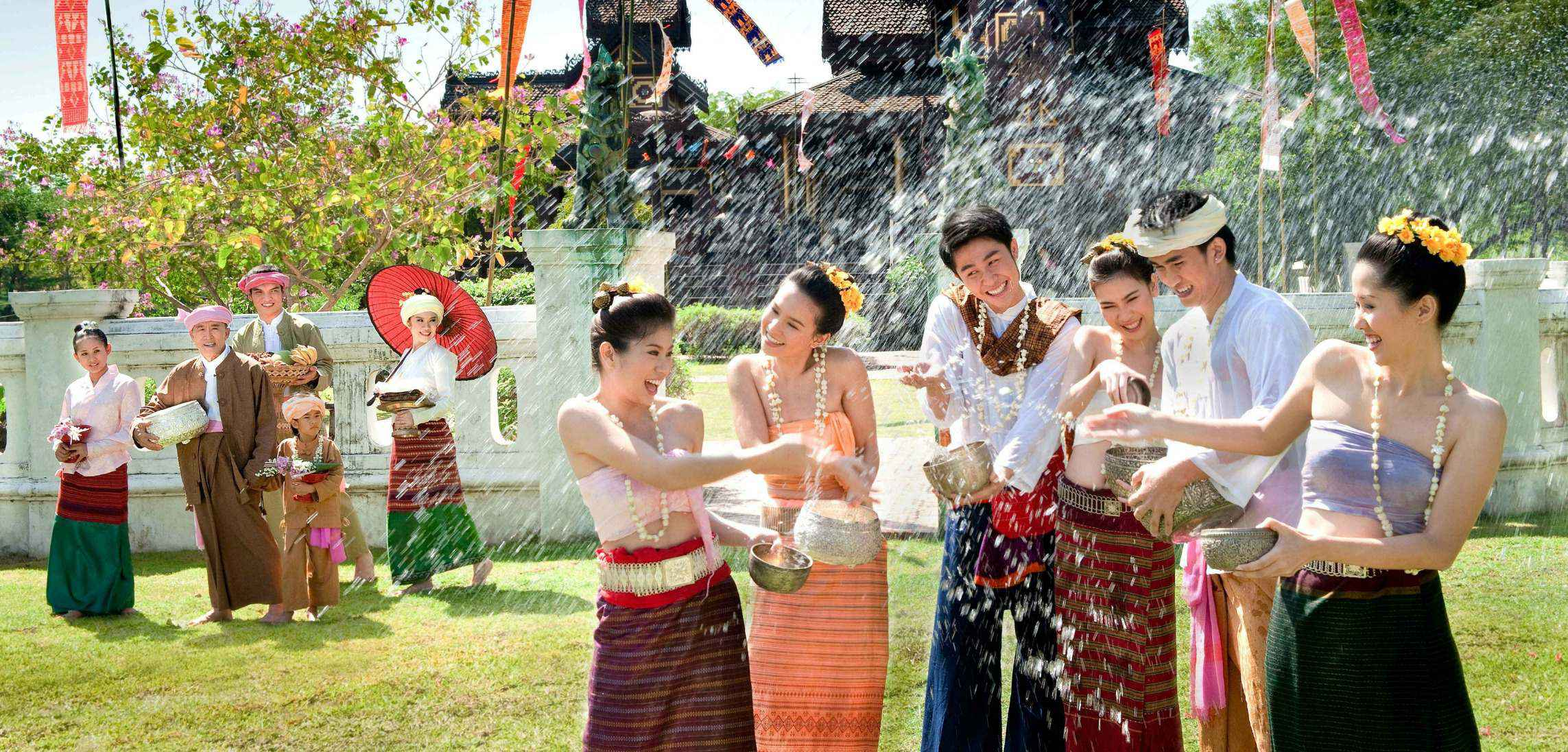 Songkran-Thai-New-Year-Festival-saovietravel