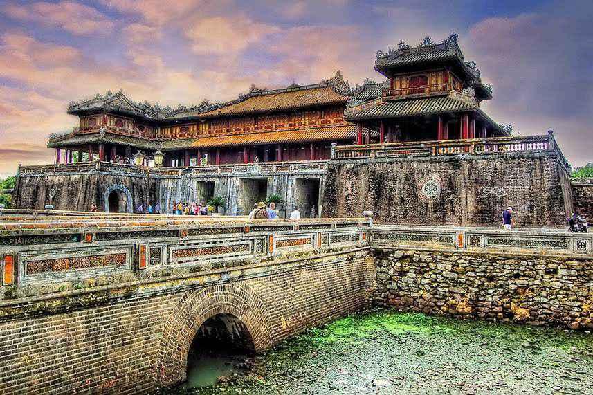 Ngọ Môn - cổng vào kinh thành xưa