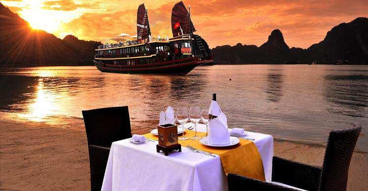 Du Lich Hạ Long: TP.HCM – Hà Nội – Vịnh Hạ Long – Ngủ Tàu 3 Ngày 2 Đêm – Giá tốt