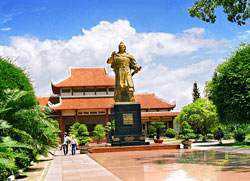 tham quan bảo tàng Quang Trung